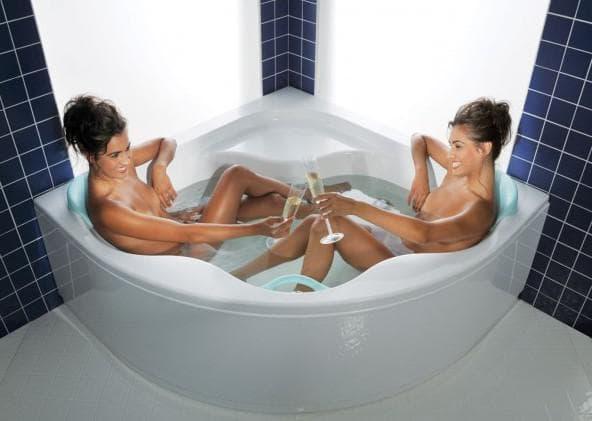 угловая ванная для двоих