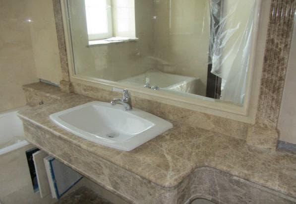 столешница с натурального камня в ванную комнату