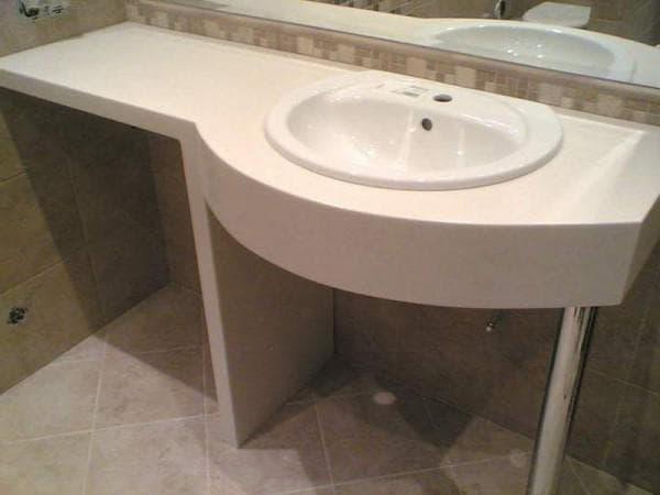 столешница с искусственного камня в ванную комнату