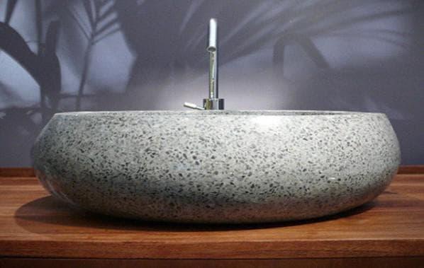 раковина из натурального камня в ванную комнату