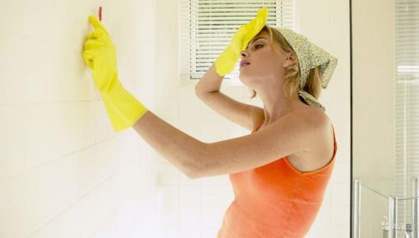 Убрать грибок из ванной