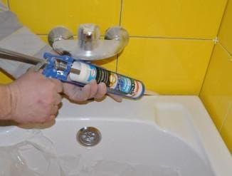 герметик для шва между ванной и стеной