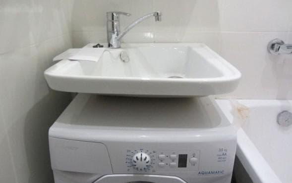 раковина кувшинка над стиральной машиной