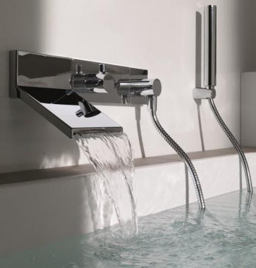 смеситель для ванной с душем каскадный